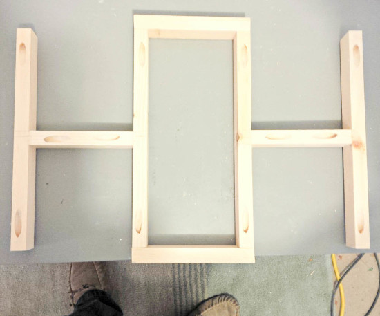 Connect the wood pieces with Kreg Jig