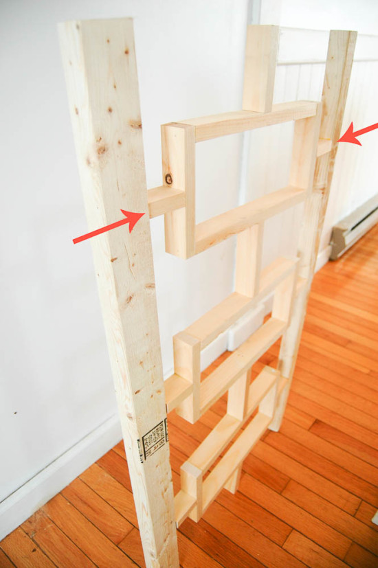 Support pieces in the DIY bed frame
