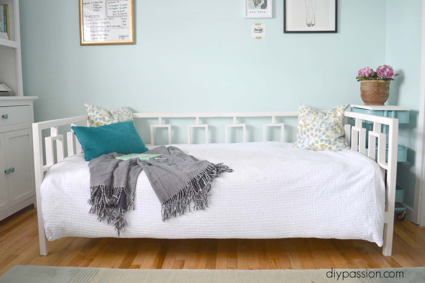 How To Build A West Elm Inspired Day Bed