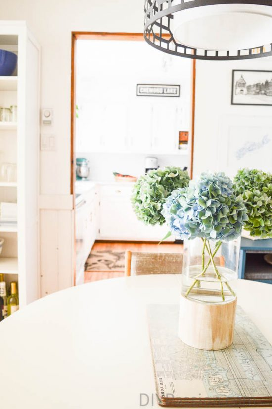 home-tour-dining-room-into-kitchen-with-flowers-diypassion-com