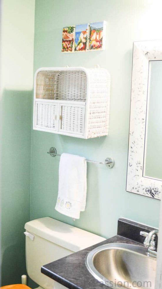 home-tour-horrible-bathroom-diypassion-com