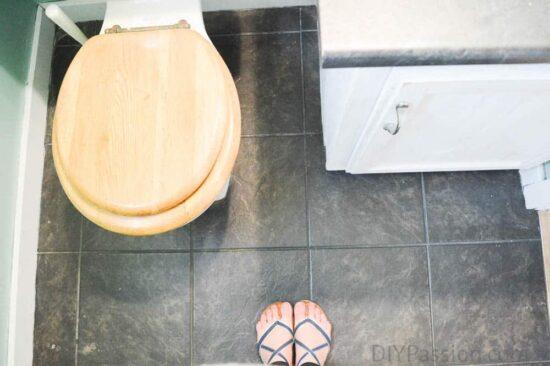 home-tour-powder-room-floor-before-diypassion-com