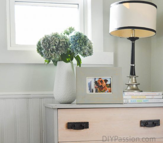 home-tour-hydrangeas-and-black-and-white-lamp-vignette-diypassion-com