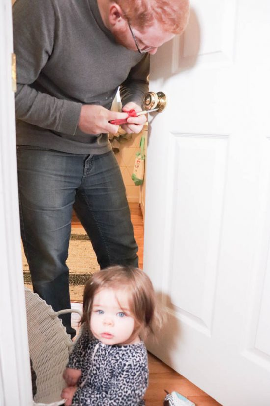 How to change interior door knobs