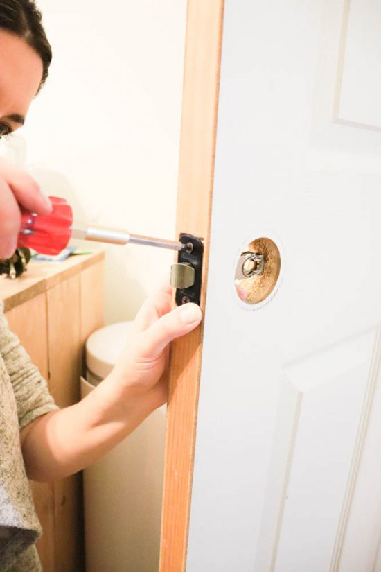 How to remove and install interior door fixtures