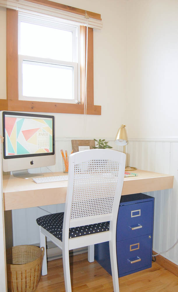 Small hallway office built in desk